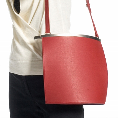 The award-winning, ergonomic designed Olbrish Arcade handbag has the clean lines of a fine sculpture and all the usefulness one could hope for in a handbag. A m...
